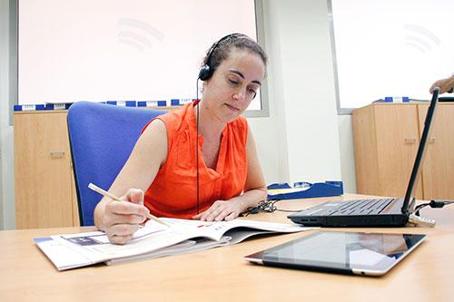 Persona estudiando GES